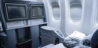 United Airlines Polaris 777-200 view