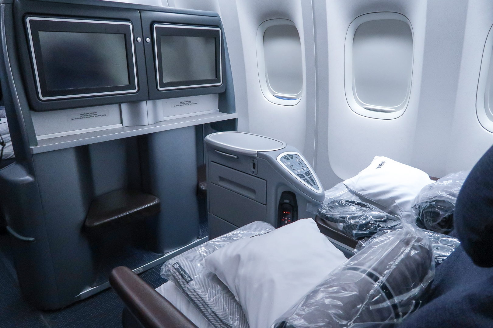 What is it like to experience flying on United Airlines Polaris 777-200 from Washington D.C. to London?