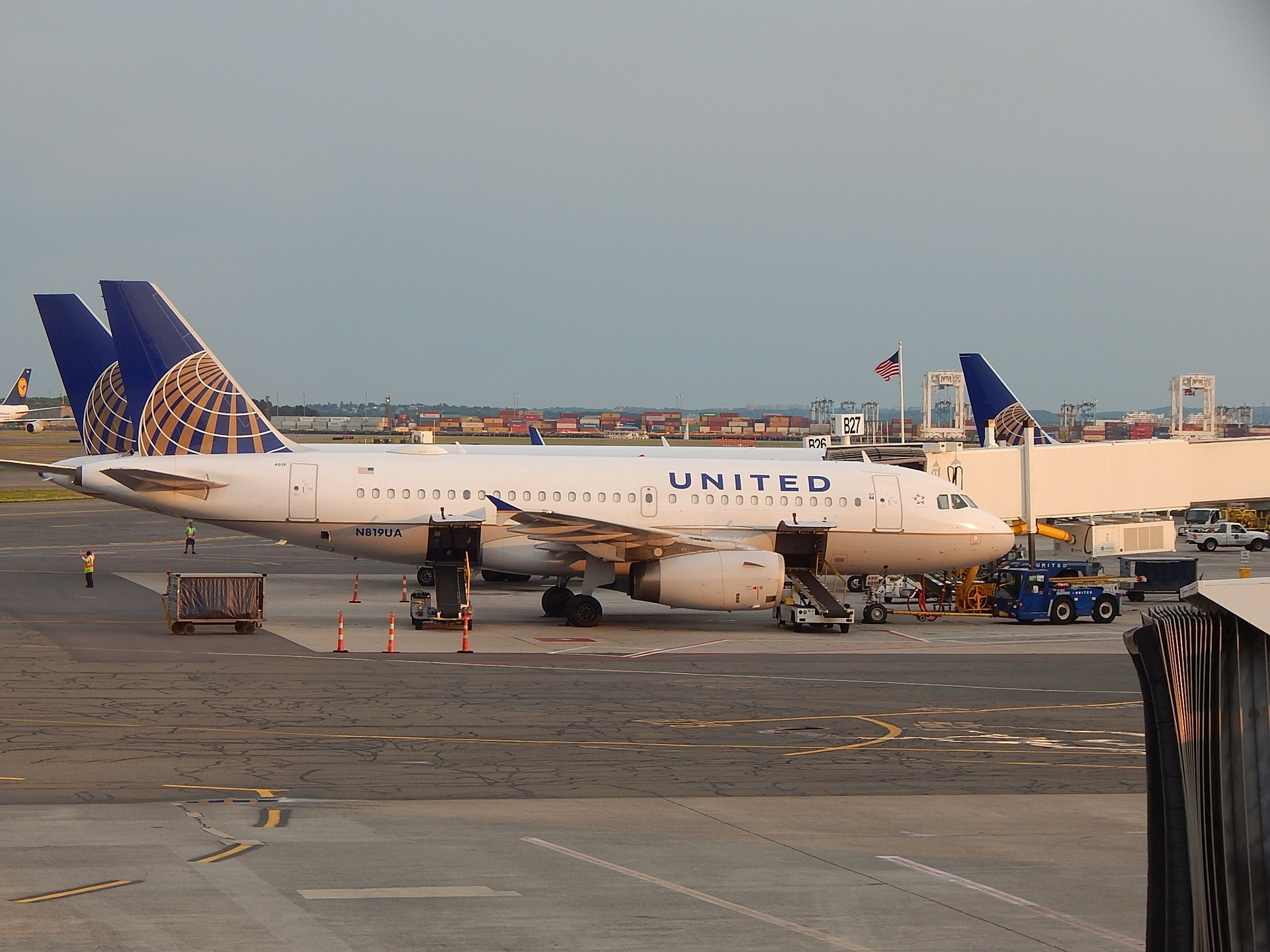 United Airlines has launched another promotion for their customers. Their new runway promotion can earn you up to 58,800 miles with qualifying spending.