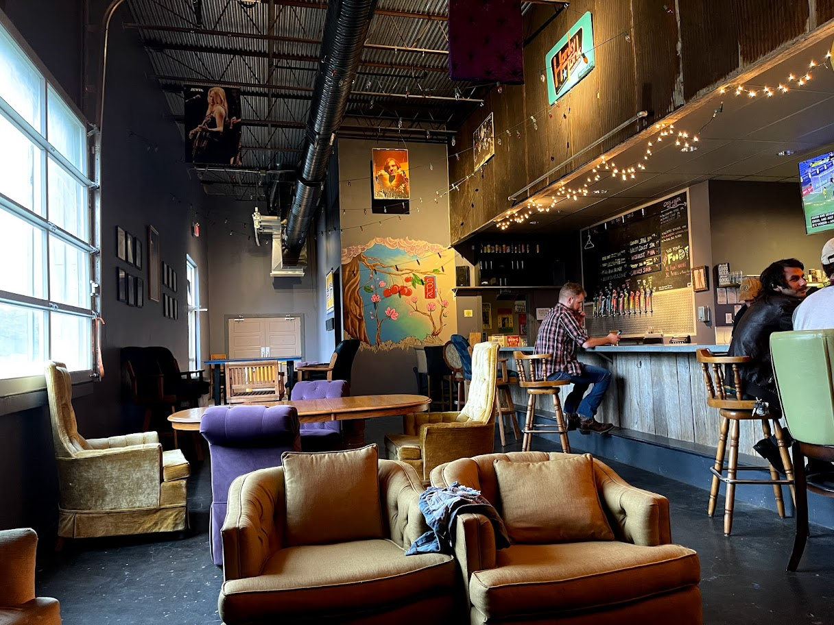 Hop Passport - Honky Tonk Brewing Co in Nashville - relaxed seating